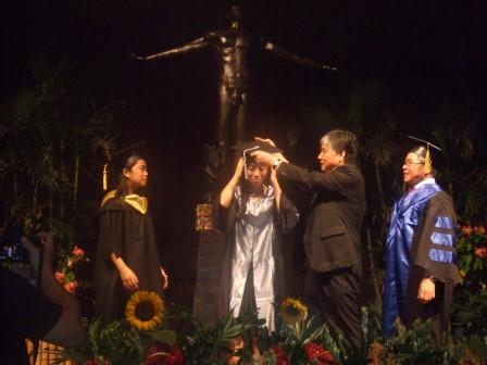 卒業生 池田幸代さんがフィリピン国立大学ロスバニョス校獣医学部初の日本人卒業生に!