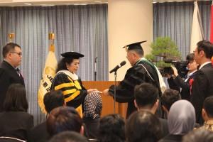 平成28年度 秋季入学宣誓式 並びに『学生便利手帳』『新入留学生支援物品』贈呈式が行われました
