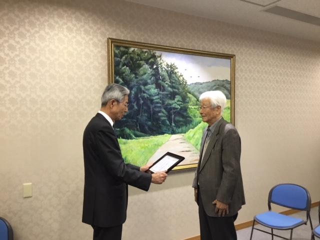 岡山大学名誉教授 奥八郎 先生から油彩画が贈呈