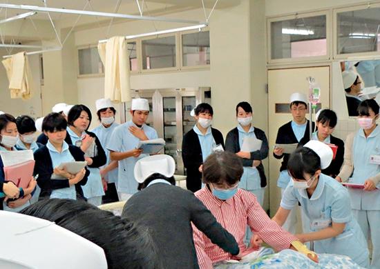 基礎看護学実習の発表会