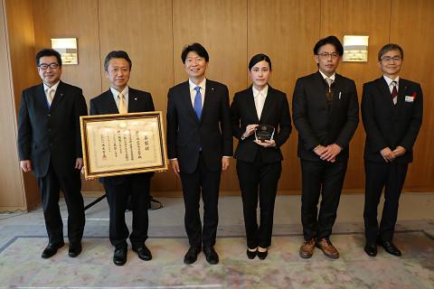 学園ボランティアセンター(理事長、学生スタッフ)が岡山県知事を表敬訪問
