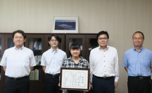 臨床福祉学科 房前明さんを表彰しました